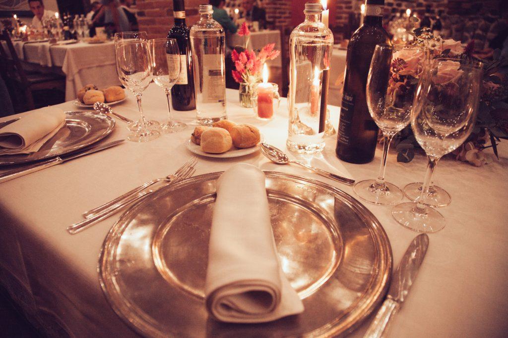 Stół z jedzeniem i piciem