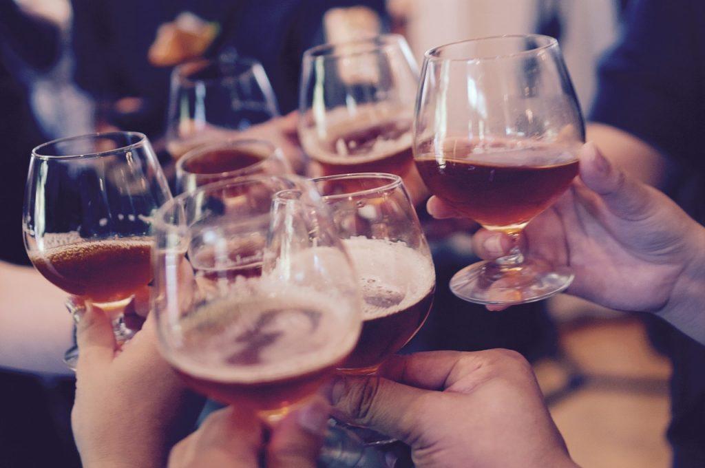 Drinki na imprezie