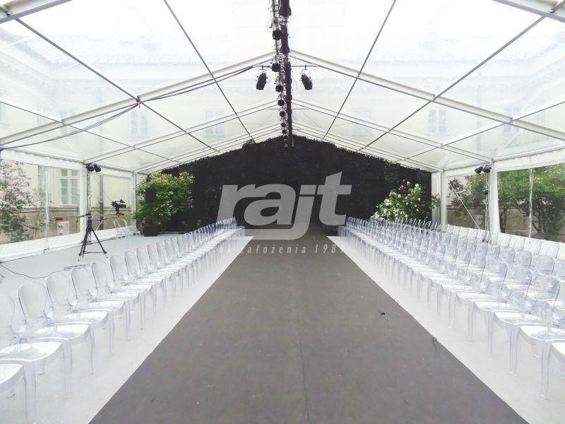 Hale transparentne RAJT podczas pokazu mody.